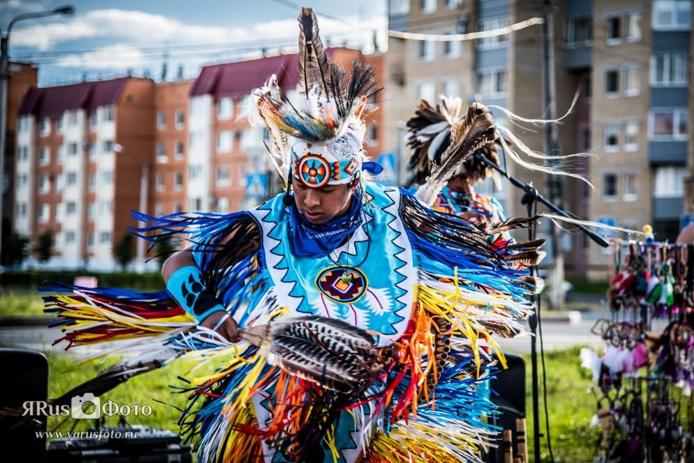 Выступление индейцев в Киришах